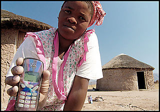 African_woman_with_cell_phone